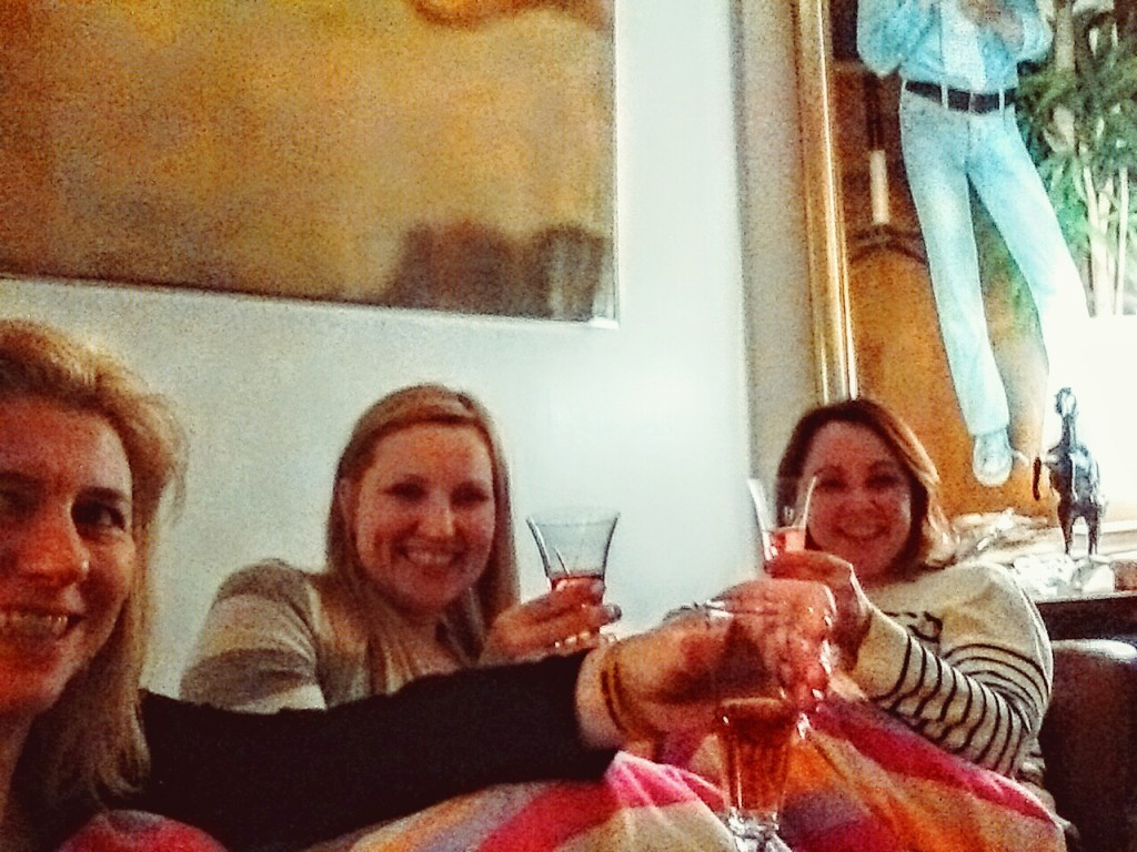Friends, pink champagne and a warm blanket!